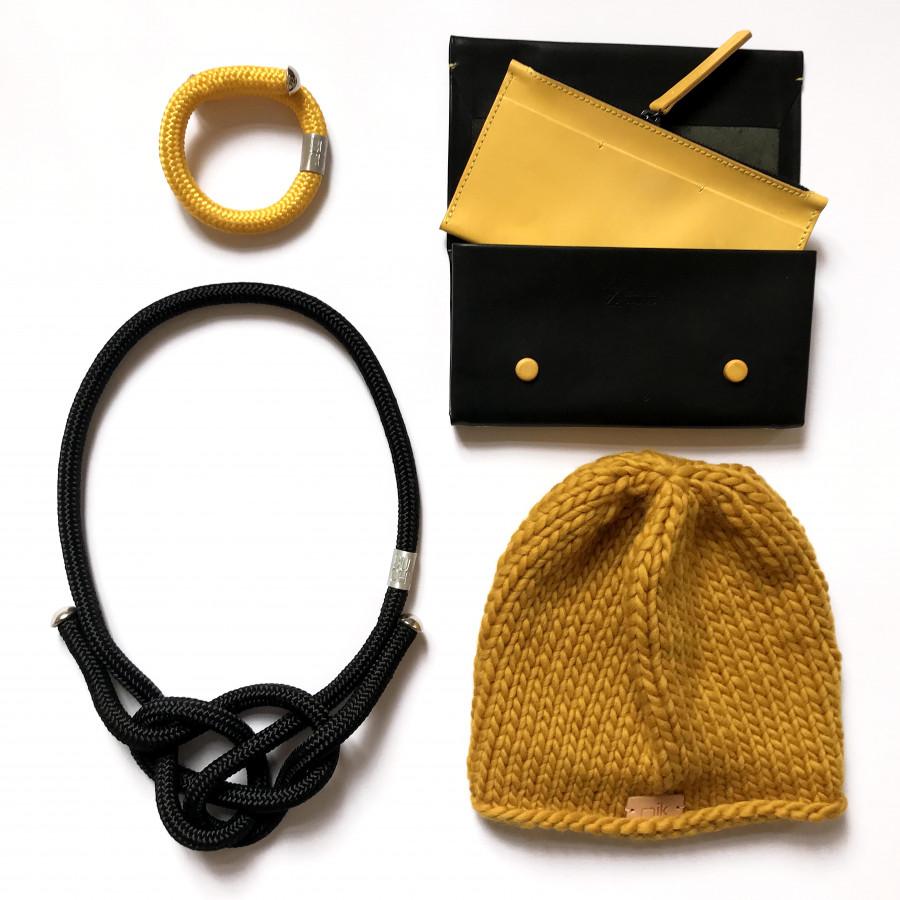černý uzlový náhrdelník