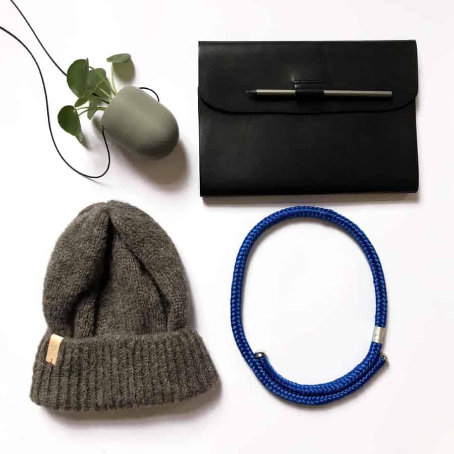 jednoduchý modrý náhrdelník buchy