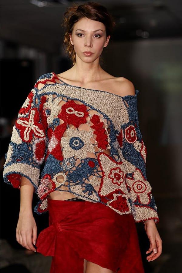 Ručně háčkovaný svetr