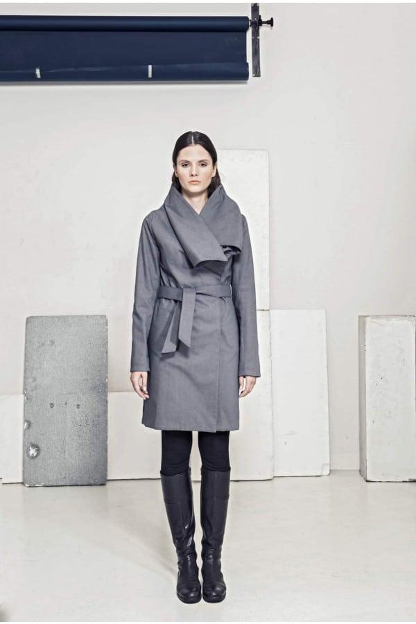 Kabát s přepínacím límcem