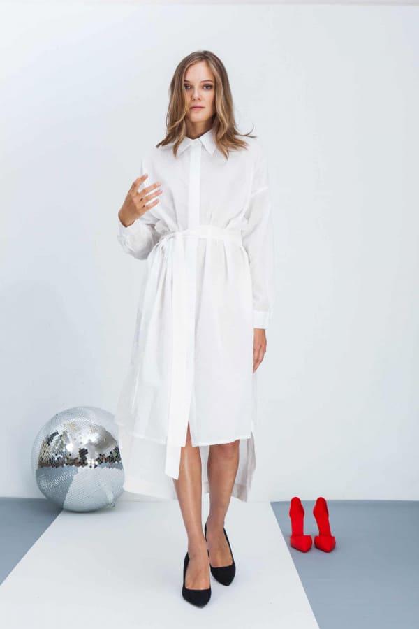 Šaty s límečkem a dlouhým rukávem