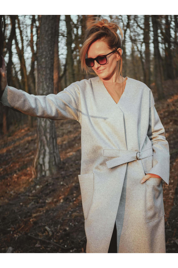 Podzimní kabát z moderního neoprenu