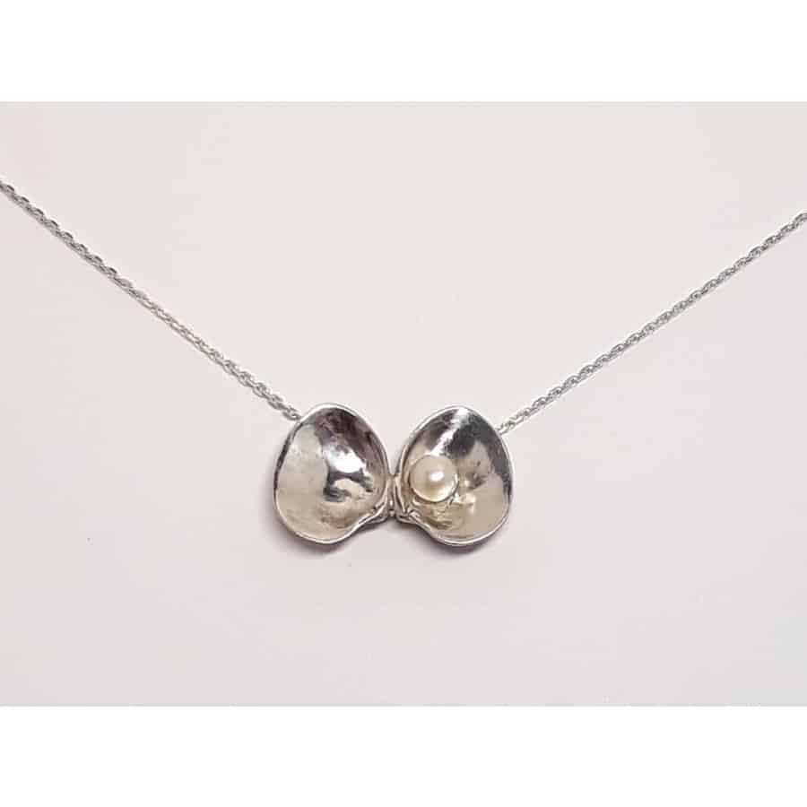 Náhrdelník - mušle s perlou z Kostariky / The Necklace with pearl - a shell from Costa Rica