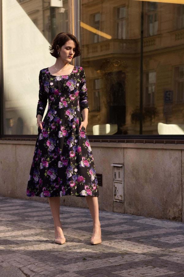 Květinové power dress
