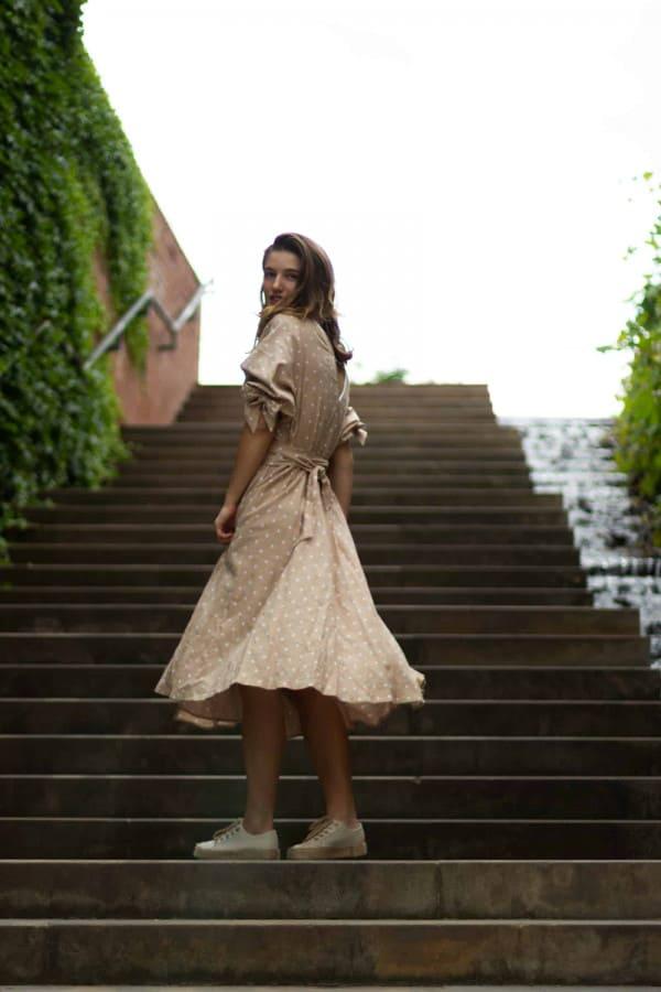 Lněné puntíkované zavinovací šaty