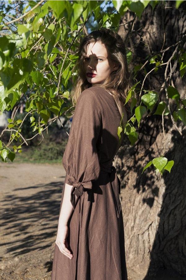 Lněné zavinovací hnědé šaty