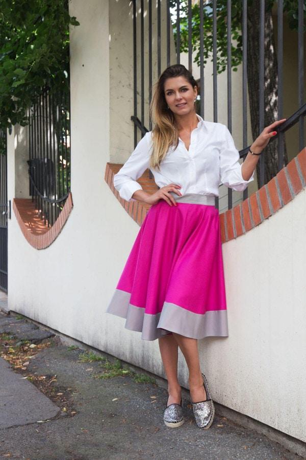 kolová sukně fuchsiová s pruhem