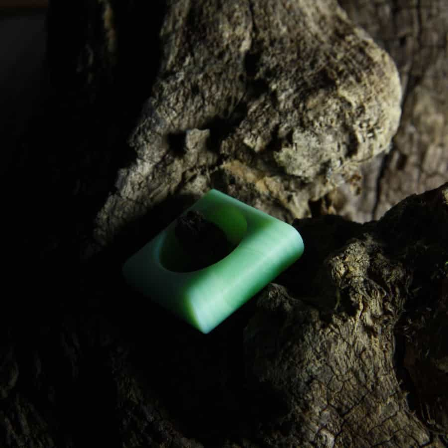 Broušený prsten ze skla