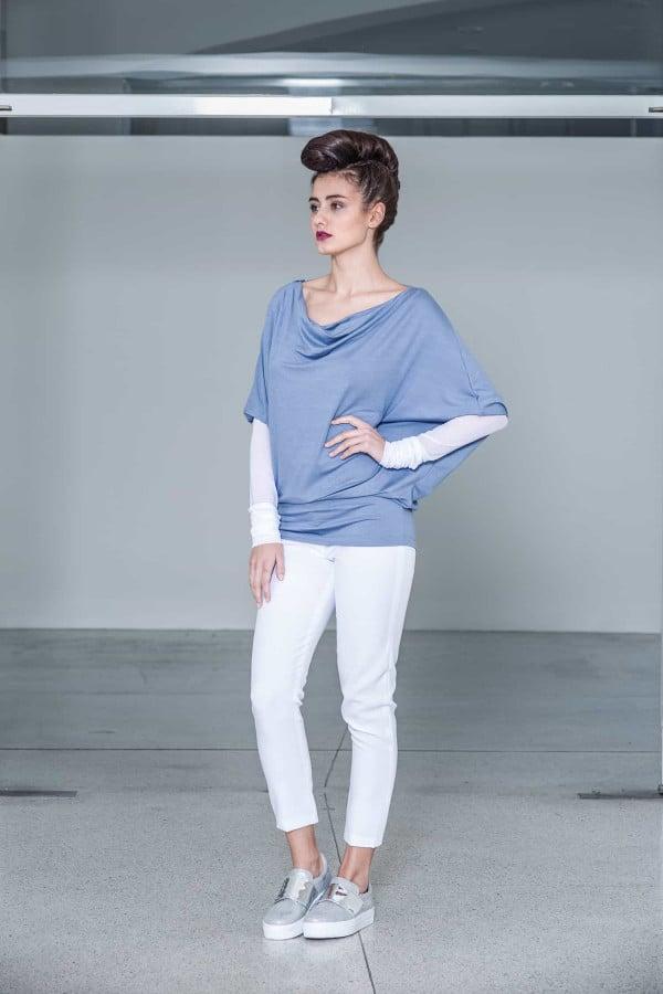 Světle modrá tunika s nekonečným rukávem
