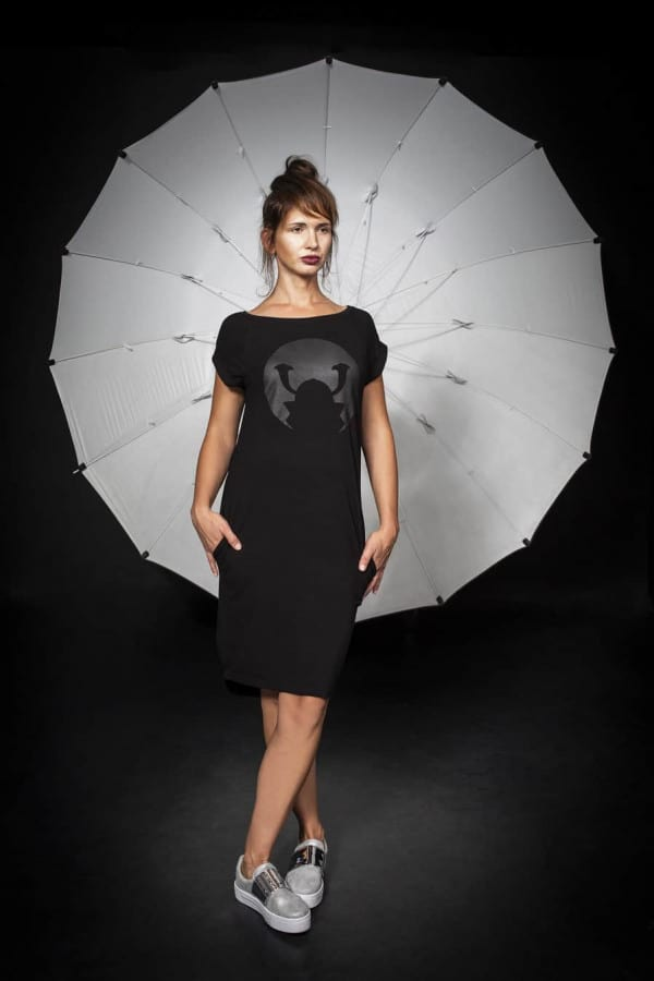 Úpletové šaty Samourai Design s potiskem černé