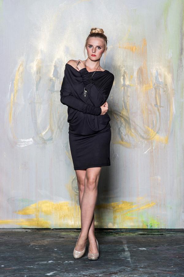 šaty s nekonečným rukávem černé