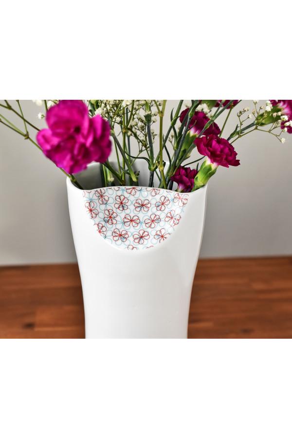 Váza jemně dekorovaná