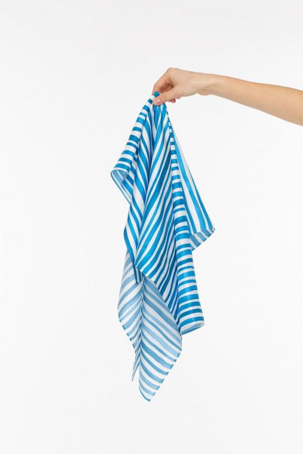 Bílo-modrý hedvábný šátek - malý
