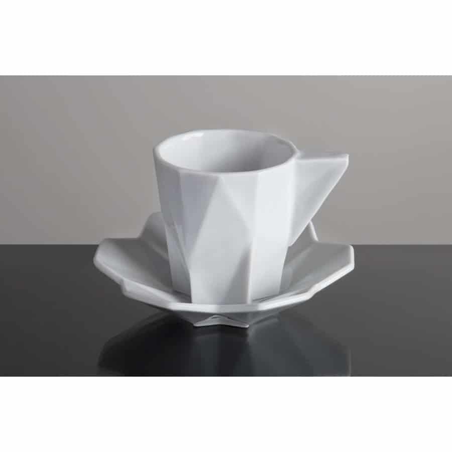 geometrický šálek na espresso