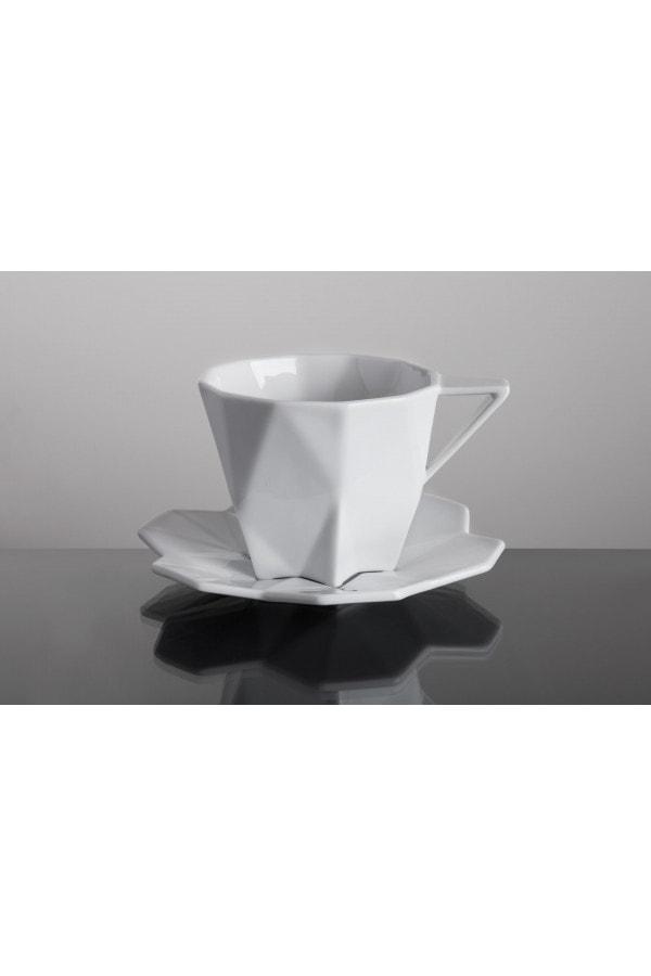 geometrický šálek s podšálkem