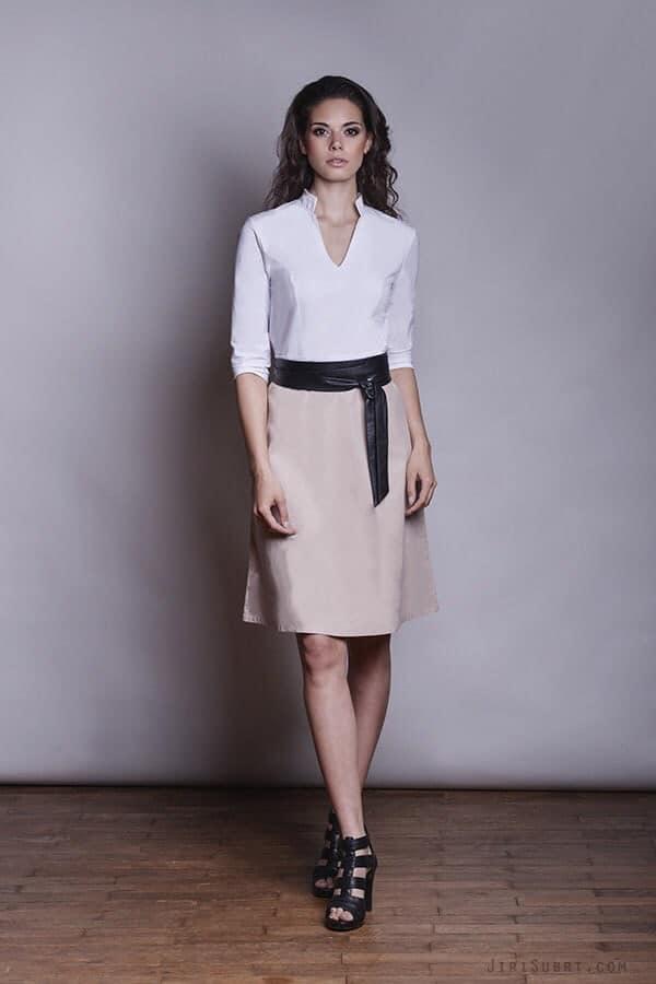 Bílo-béžové šaty