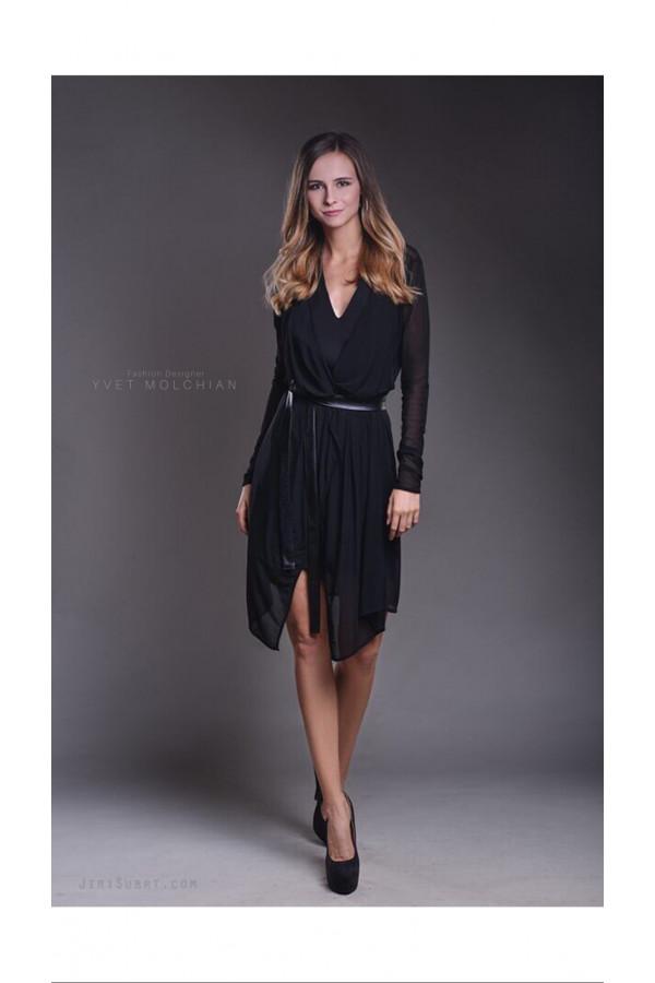 Černé šaty se síťovaným kardiganem