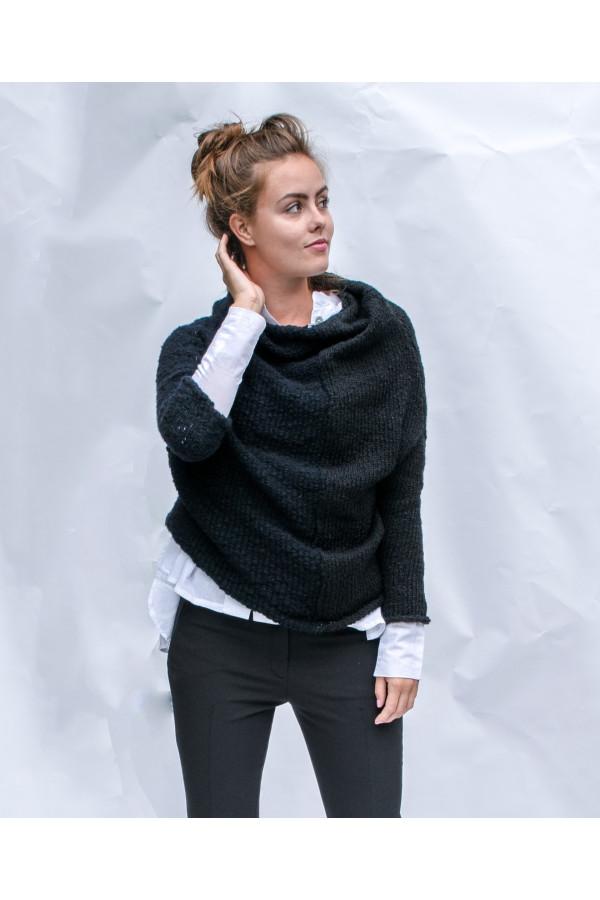 černý svetr půlený